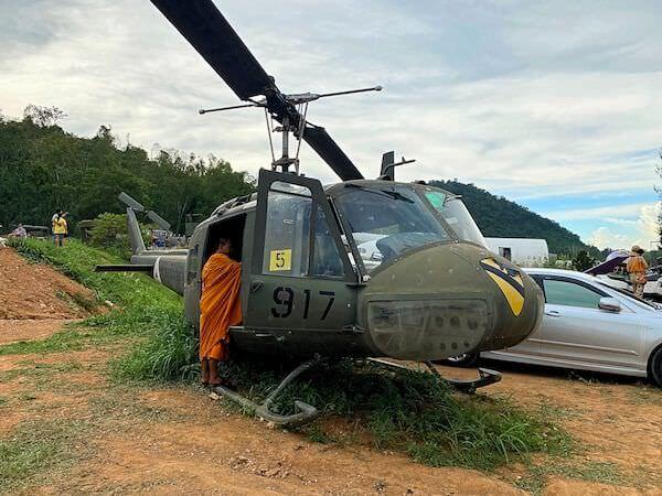 コーヒー ウォー 331ステーションに展示されている攻撃ヘリコプター