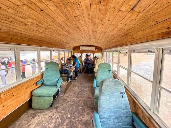 Coffee War @ 331 Stationに展示されている米軍のビンテージスクールバス内部