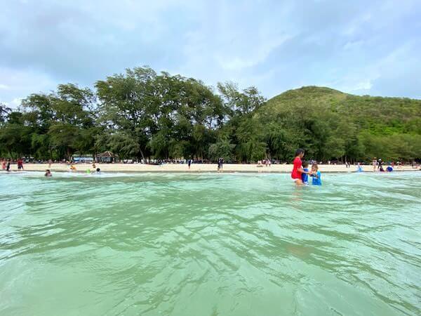 海から見たナンラムビーチの砂浜