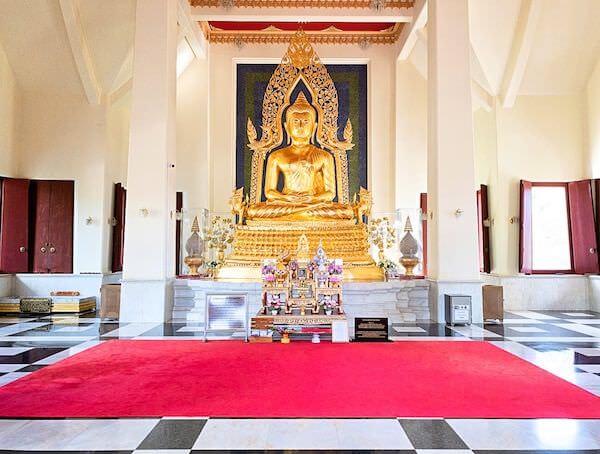 ワット・ヤーナサンワララームに安置されている仏陀