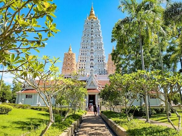 ワット・ヤーナサンワララームのブッダガヤレプリカ仏塔