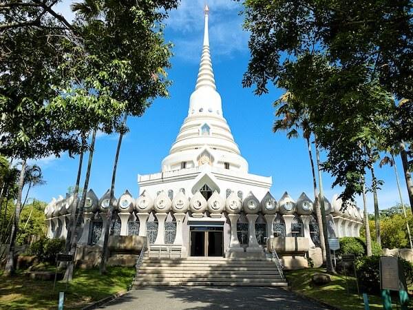 ワット・ヤーナサンワララームの仏舎利塔