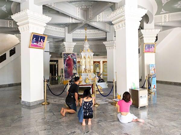 ワット・ヤーナサンワララームの仏舎利塔1階