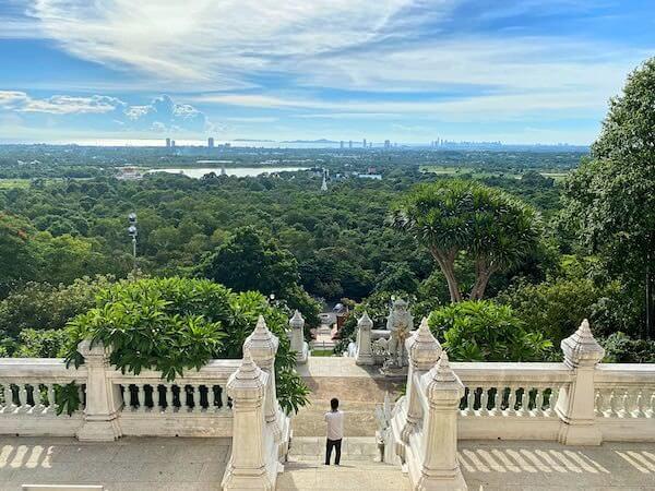 ワット・ヤーナサンワララームのモンドップから見える景色