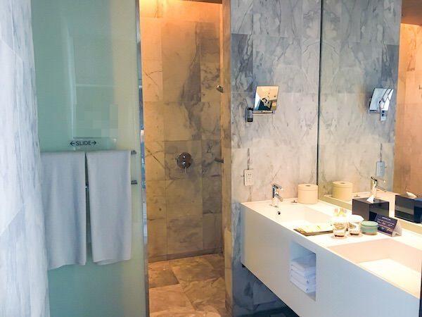 ヒルトン パタヤ (Hilton Pattaya)のシャワールーム