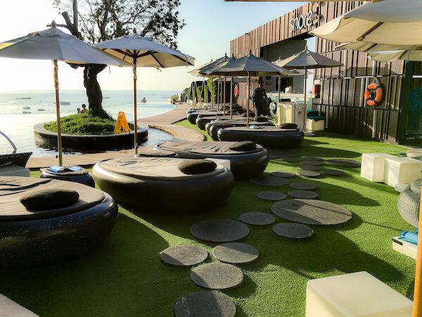 ヒルトン パタヤ (Hilton Pattaya)のプールサイド