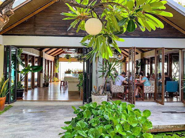 レッツ シー フアヒン アルフレスコ リゾート(Let's Sea Hua Hin Al Fresco Resort)の朝食会場1