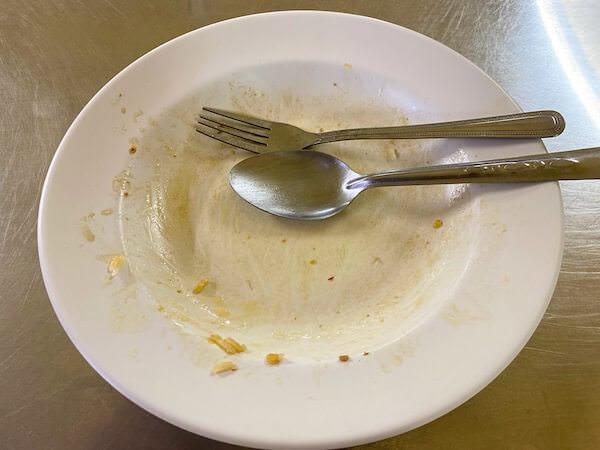名無し食堂で食べたガパオライスのプレート