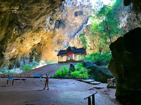 プラヤーナコーン洞窟のクーハーカルハット宮殿