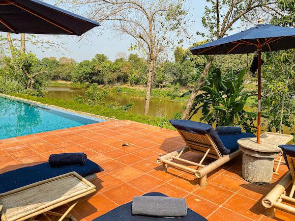 ラヤヘリテージ チェンマイ(Raya Heritage Chiangmai)のプールから見えるピン川