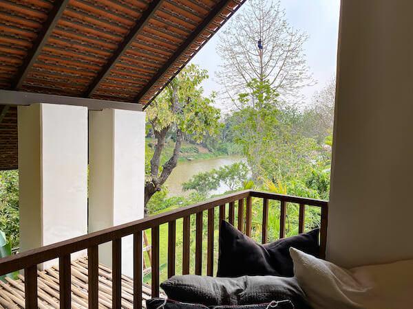 ラヤヘリテージ チェンマイ(Raya Heritage Chiangmai)のバルコニーから見えるピン川
