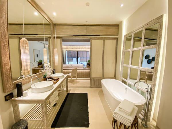 ラヤヘリテージ チェンマイ(Raya Heritage Chiangmai)の客室バスルーム1