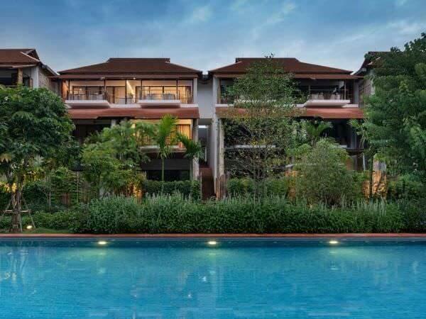 プールから見たラヤヘリテージ チェンマイ(Raya Heritage Chiangmai)の外観