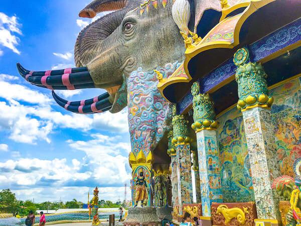 ワット・バーンライ(Wat Ban Rai)にある象のお堂1