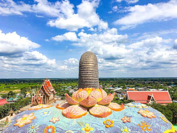 ワット・バーンライ(Wat Ban Rai)にある象のお堂頂上から見える景色