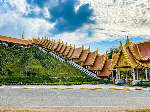 ワット・ブーンヤワッド(Wat Boonyawad)のチェディ1