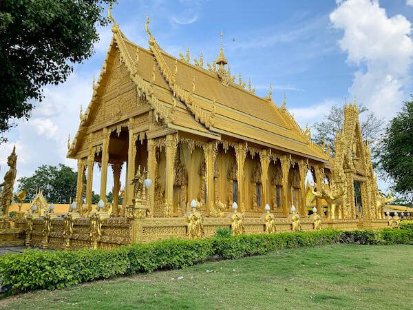 ワット・パークナーム・ジョーロー(Wat Pak Nam Cholo)の外観1