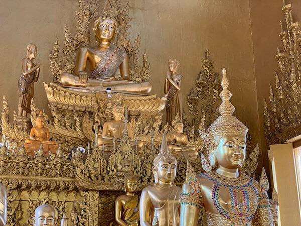 ワット・パークナーム・ジョーロー(Wat Pak Nam Cholo)の仏像