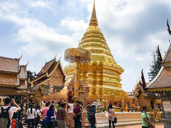 ドイステープ寺院の仏塔1