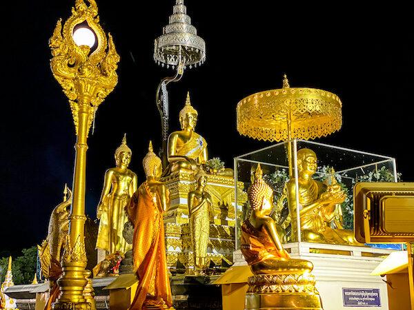 プラ・タート パノム(Phra That Phanom)に安置されている仏像