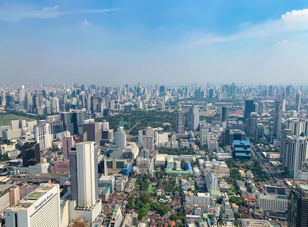 昼のマハナコンタワー展望台から見える景色