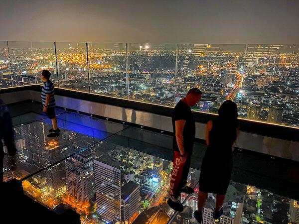夜のマハナコンタワーのスカイウォーク2