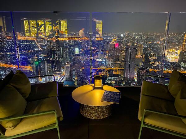 夜のマハナコンタワーの展望台5