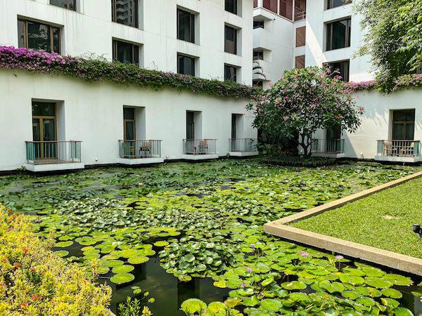 ザ スコータイ バンコク(The Sukhothai Bangkok)の中庭にある蓮池3