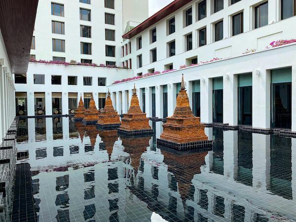 ザ スコータイ バンコク(The Sukhothai Bangkok)内に展示されているパゴダのオブジェ