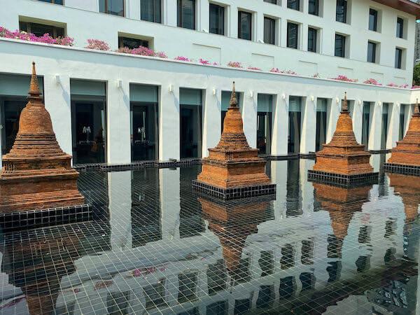ザ スコータイ バンコク(The Sukhothai Bangkok)内に展示されているパゴダのオブジェ2