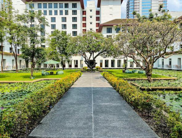 ザ スコータイ バンコク(The Sukhothai Bangkok)の中庭