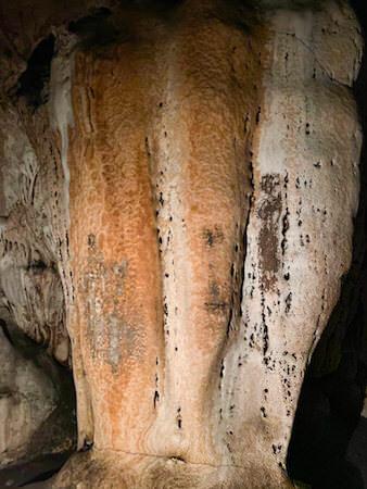 三つの頭を持つ象の鍾乳石
