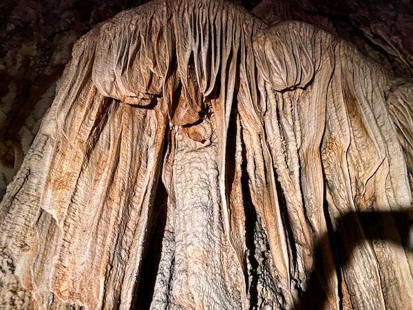 鍾乳石で出来たカーテン