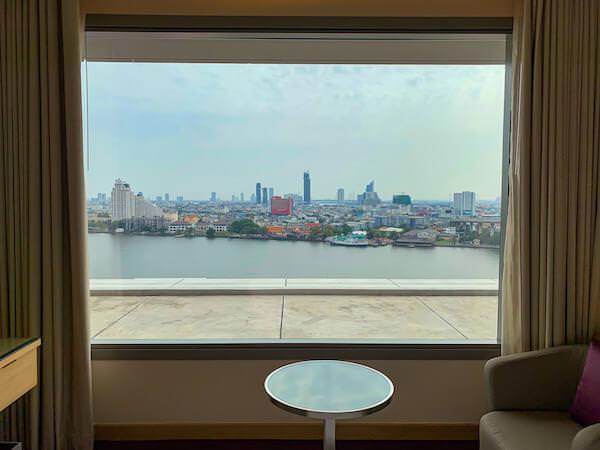 アヴァニ リバーサイド バンコク ホテル(Avani Riverside Bangkok Hotel)の客室から見えるチャオプラヤー川