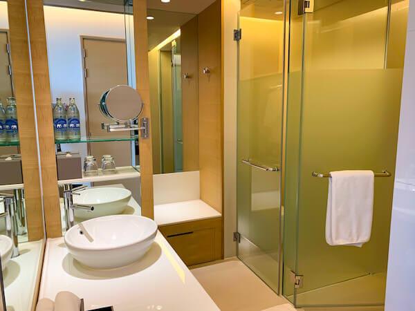 アヴァニ リバーサイド バンコク ホテル(Avani Riverside Bangkok Hotel)のシャワールーム