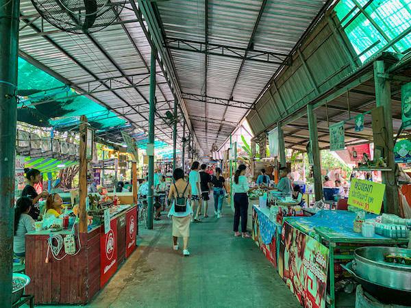 バンナムプン水上マーケット(Bang Nam Pheung Floating Market)に並ぶ屋台
