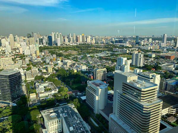 キンプトン マーライ バンコク(Kimpton Maa-Lai Bangkok)のスカイバー「バーヤード(Bar.Yard)」から見える景色