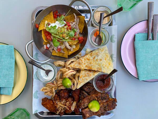 キンプトン マーライ バンコク(Kimpton Maa-Lai Bangkok)のスカイバー「バーヤード(Bar.Yard)」で食べた食事1