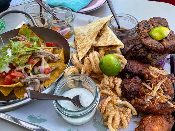 キンプトン マーライ バンコク(Kimpton Maa-Lai Bangkok)のスカイバー「バーヤード(Bar.Yard)」で食べた食事2