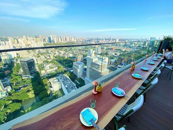 キンプトン マーライ バンコク(Kimpton Maa-Lai Bangkok)40階バーヤードの窓際席