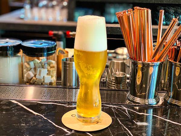 キンプトン マーライ バンコク(Kimpton Maa-Lai Bangkok)の1階にあるバー「クラフト(Craft)」)で飲んだビール