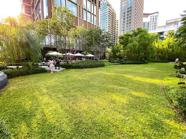 キンプトン マーライ バンコク(Kimpton Maa-Lai Bangkok)1階のガーデン2