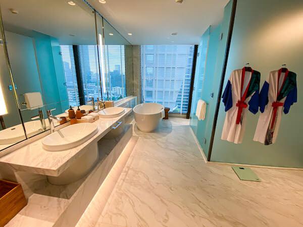 キンプトン マーライ バンコク(Kimpton Maa-Lai Bangkok)のエグゼクティブスイート(Executive Suite)のバスルーム1