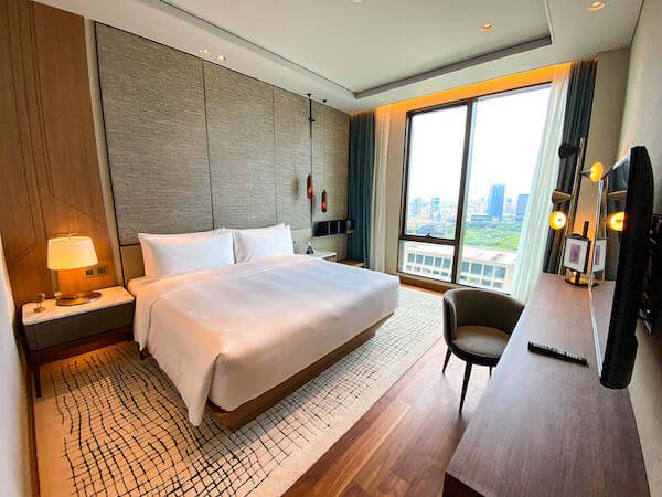 キンプトン マーライ バンコク(Kimpton Maa-Lai Bangkok)の1ベッドルーム レジデンス(One Bed Room Residence)客室のベッドルーム