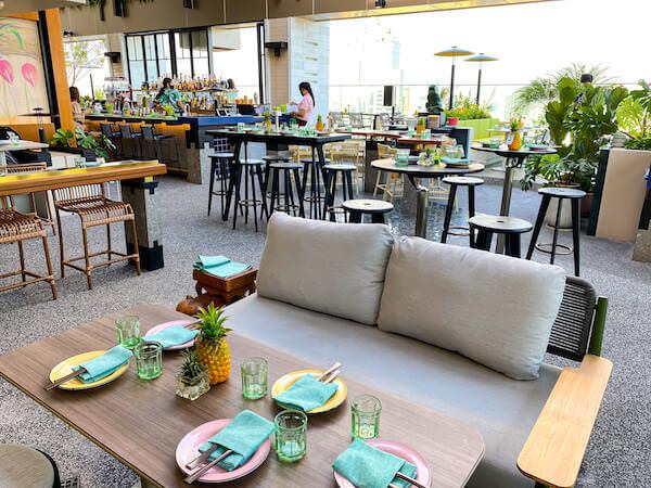 キンプトン マーライ バンコク(Kimpton Maa-Lai Bangkok)のスカイバー「バーヤード(Bar.Yard)」のソファー席5