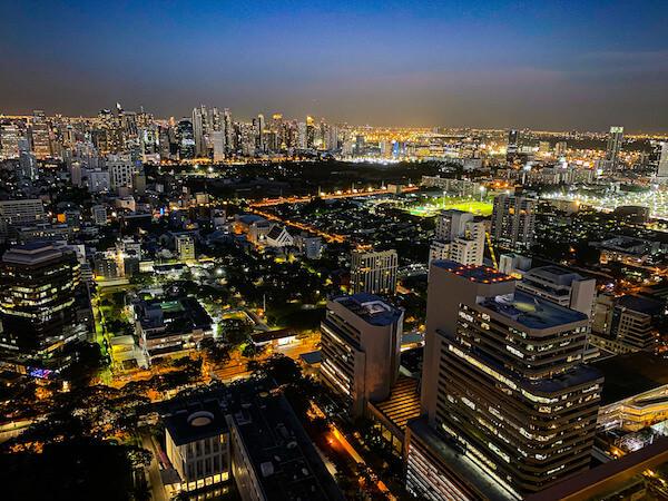 キンプトン マーライ バンコク(Kimpton Maa-Lai Bangkok)のスカイバー「バーヤード」から見える夜景