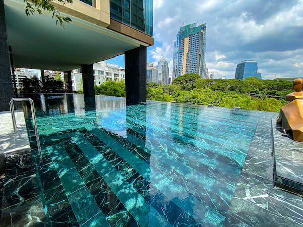 キンプトン マーライ バンコク(Kimpton Maa-Lai Bangkok)のプール1
