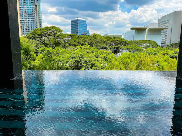 キンプトン マーライ バンコク(Kimpton Maa-Lai Bangkok)のプールから見える景色