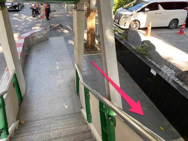 BTSチットロムの4番出口の階段