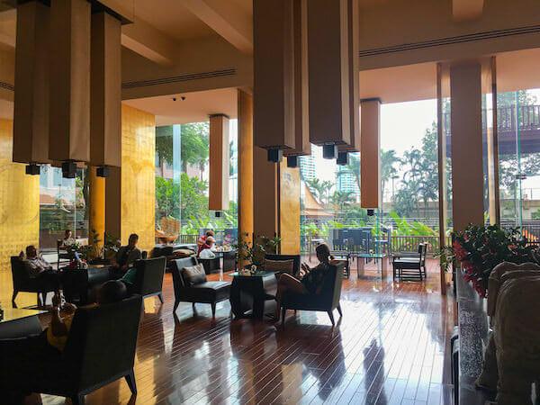 ラマダ プラザ バンコク メナム リバーサイド(Ramada Plaza Bangkok Menam Riverside)のエントランスロビー
